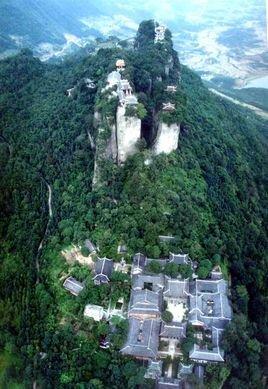 是剑门蜀道国家级风景名胜区的重要组成部分,距江油市北25公里,距绵阳